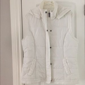 White vest with hood